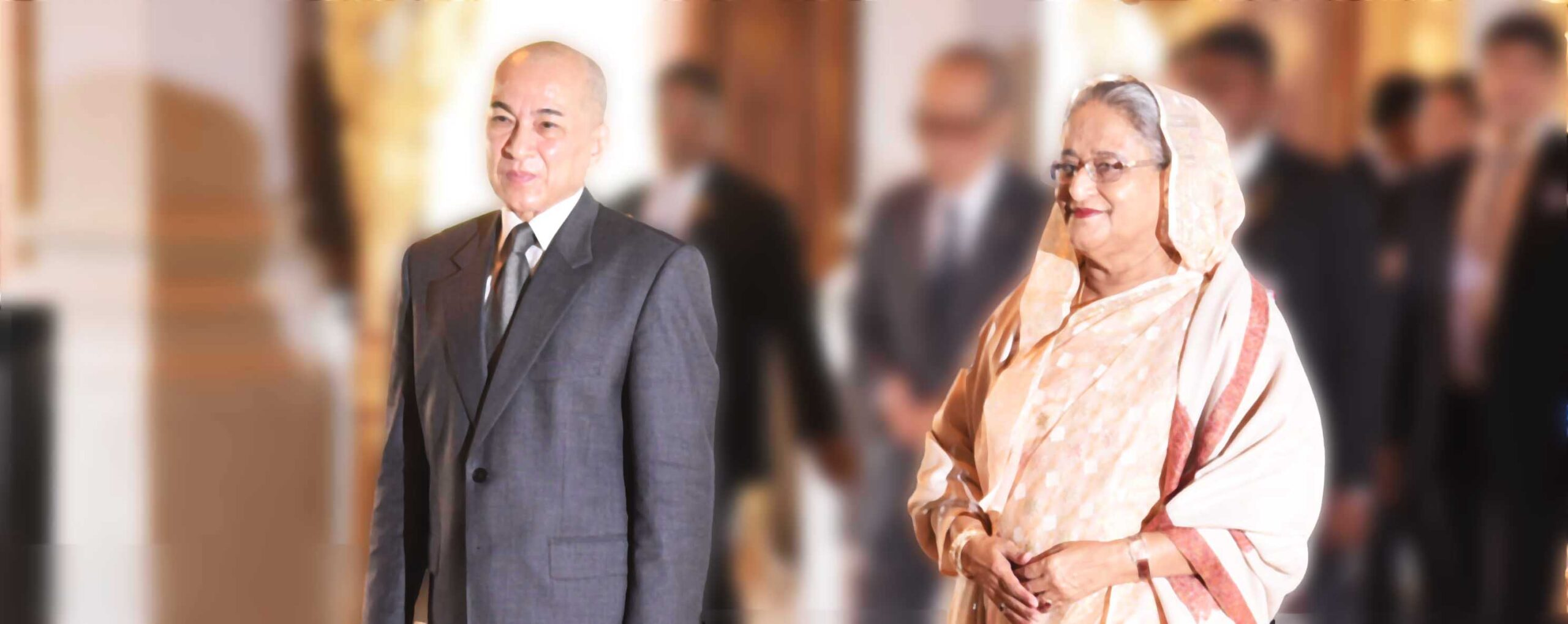 Hon'able Prime Minister Her Excellency Sheikh Hasina is greeted by His Majesty King Norodom Sihamoni during her visit to the Kingdom of Cambodia on 4 December 2017.